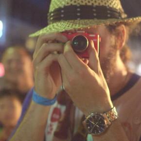 wiens_street_photog_turns_Face_fan